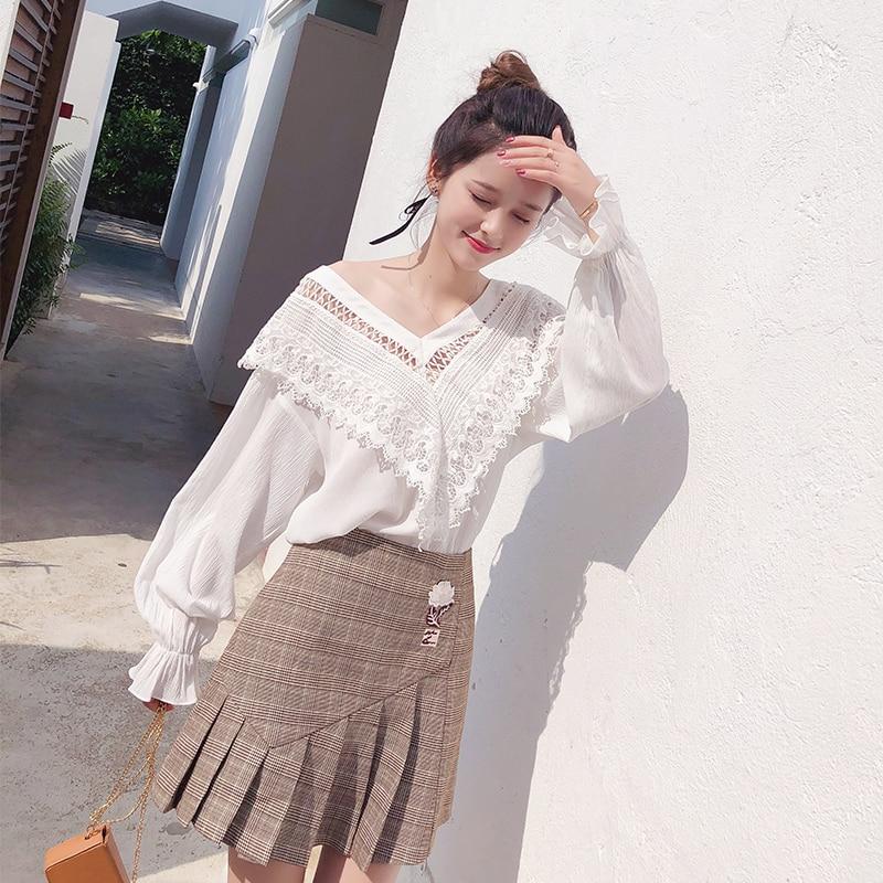 Mishow 2019 봄 여름 여성 셔츠  패션  데일리 시폰 v 넥  랜턴 슬리브 레이스 패치 워크  긴 소매 블라우스 mx18a4724