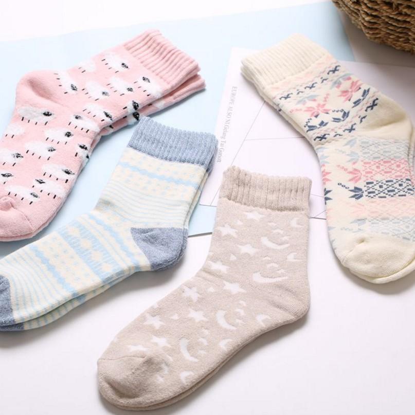 [해외]3 쌍 / 많은 여성 겨울 양말 두꺼운 가을 따뜻한 코튼 편안한 스위트 패턴 여성 양말/3 Pair/ Lot Women Winter Socks  Thicker Autumn Warm Cotton Comfortable Sweet Pattern Female Socks
