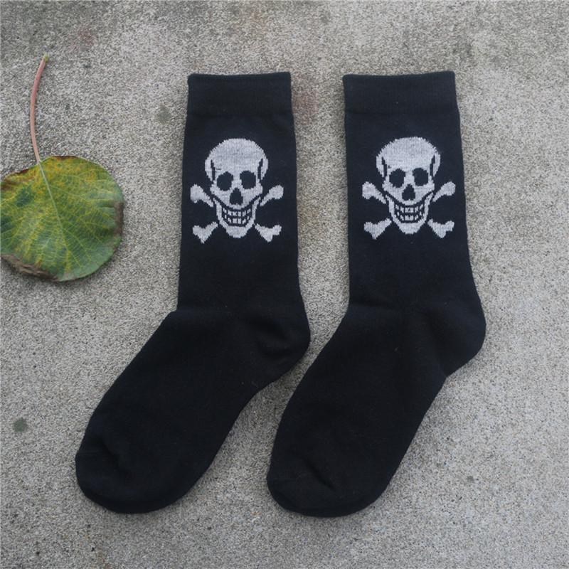 [해외]1 pair / lot 2017 새로운 코튼 소재 해골 무늬 남성 및 여성 양말 쿨 캐주얼 양말 Meias unifree Shipping/1 pairs/lot Hot 2017 New Cotton Material Skull Pattern men and Women&